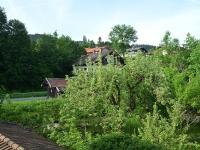 west-blick-vom-balkon-richtung-berge-bach